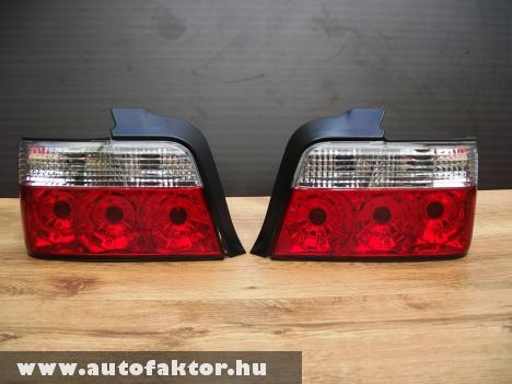 BMW E36 szedán fehér indexes hátsó lámpa.