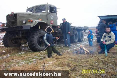 KrAZ 255B katonai teherautó