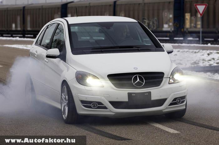 Mercedes B55 - V8-as motorral szerelve