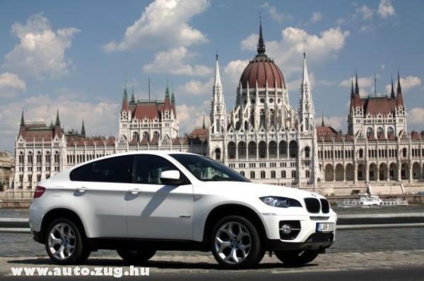 Az egyik képviselõ BMW-je