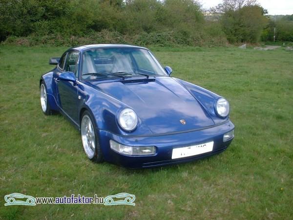 A Porsche 911 egy régebbi változata