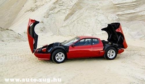 Ferrari nyitva elõl hátul