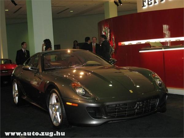 Csúcs ez a Ferrari