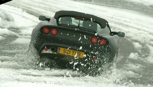 Lotus Elise a hóban