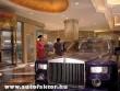 Régen szobrok, ma autók díszítik a szállodákat
